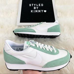 🌸 NIKE DAYBREAK Sneakers Shoes New Suede Mint